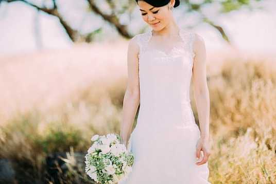 Ayaka's Lace and Tulle Wedding Gown